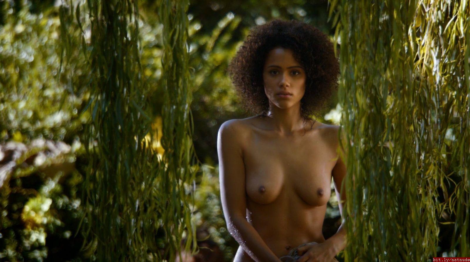 Nathalie Emmanuel desnuda coño
