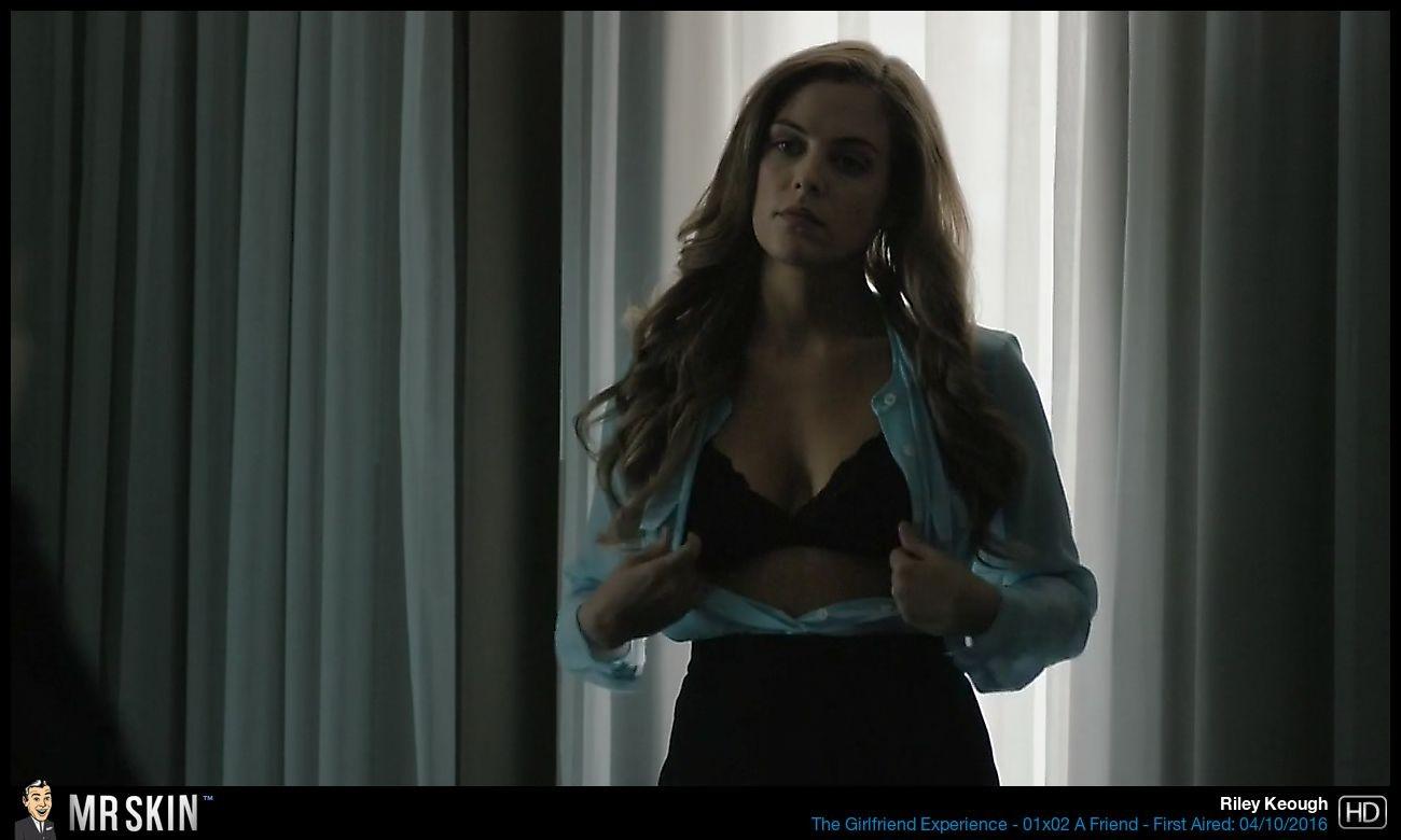 Riley Keough sexo anal 1