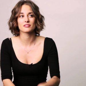 Silvia Alonso desnuda y fanática de las selfies
