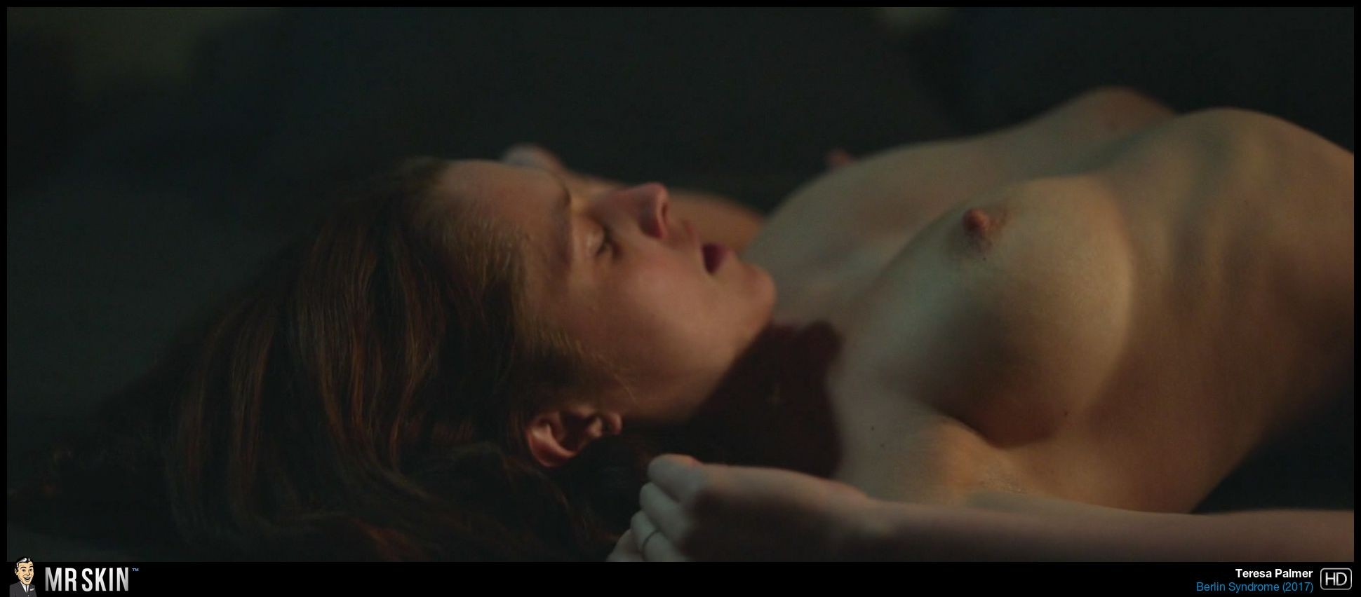 Teresa Palmer desnudo en la cama