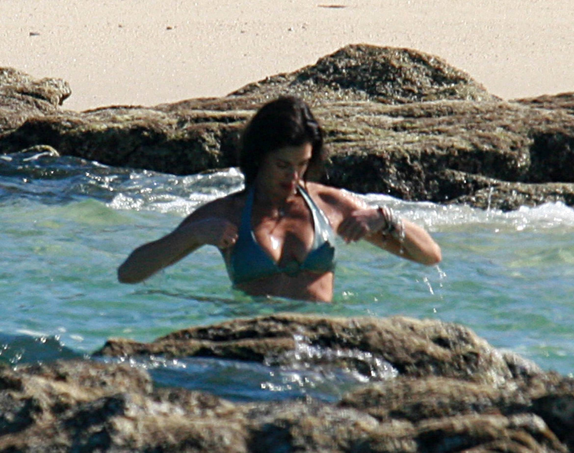 Teri Hatcher topless