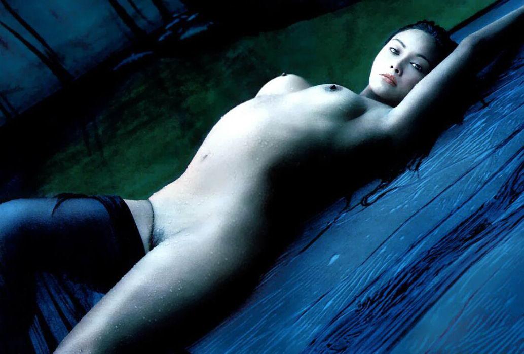 Tia Carrere desnuda follando