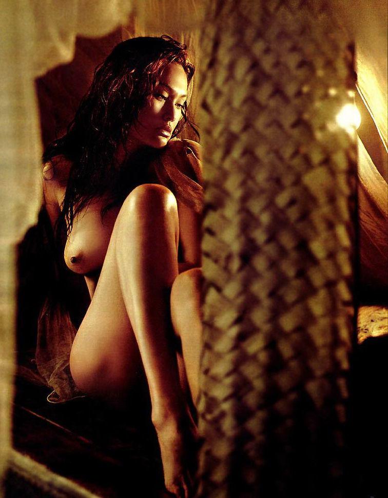 Tia Carrere desnudas