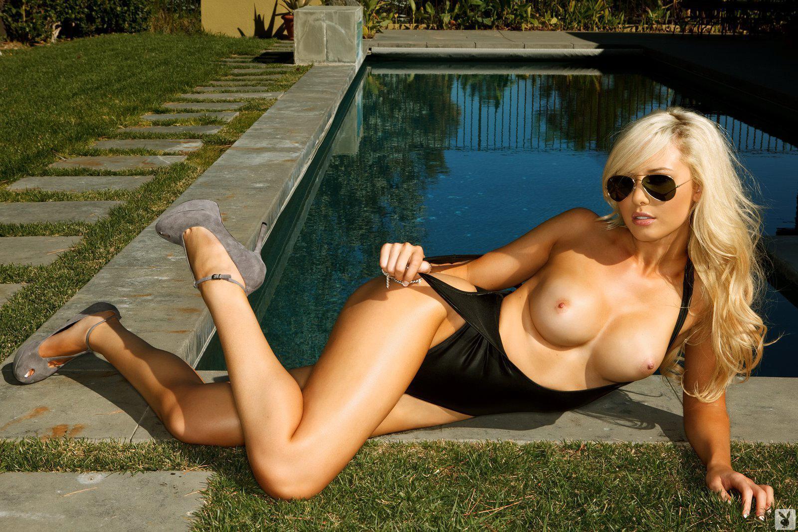 Tiffany Toth fotos famosas desnudas 1