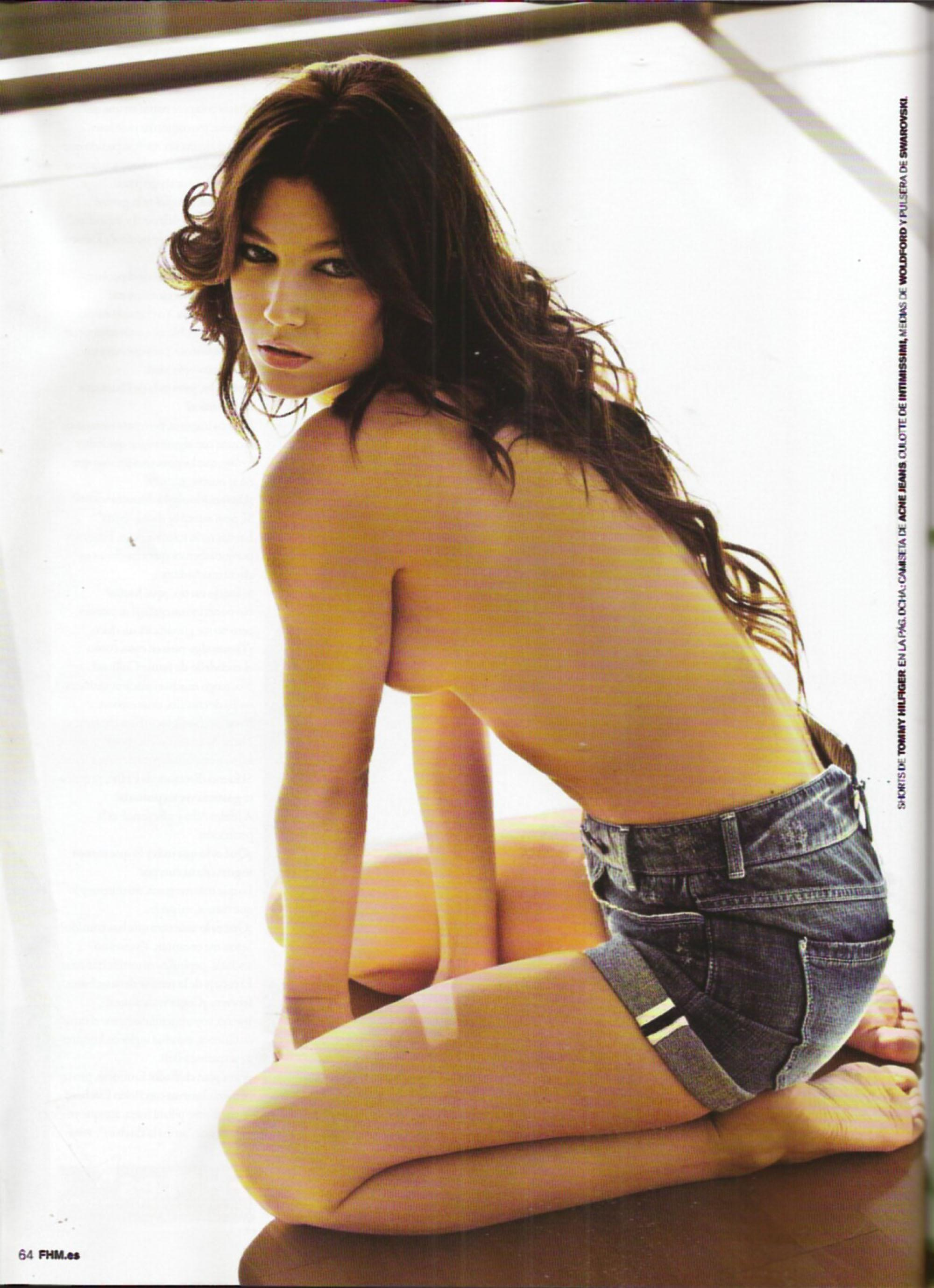 Úrsula Corberó totalmente desnuda