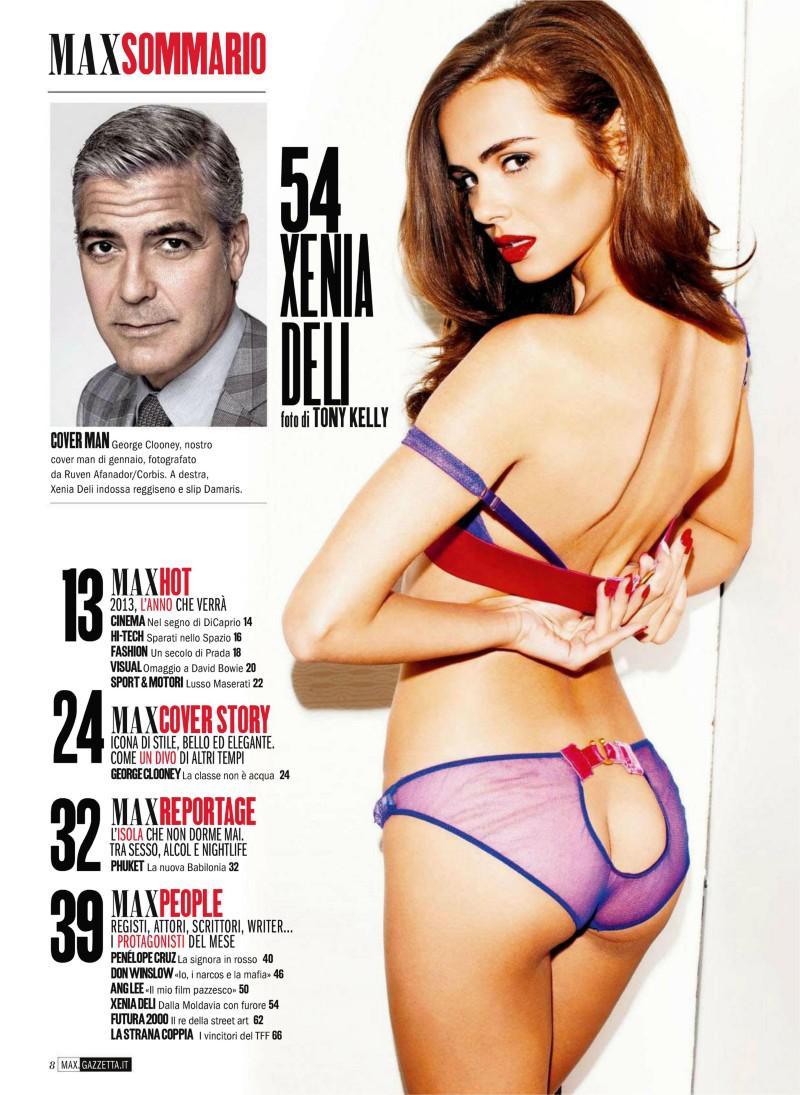 Xenia Deli totalmente desnuda