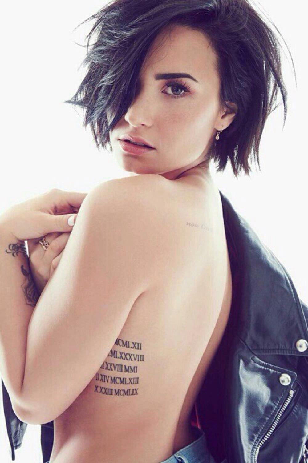 Demi Lovato mamando