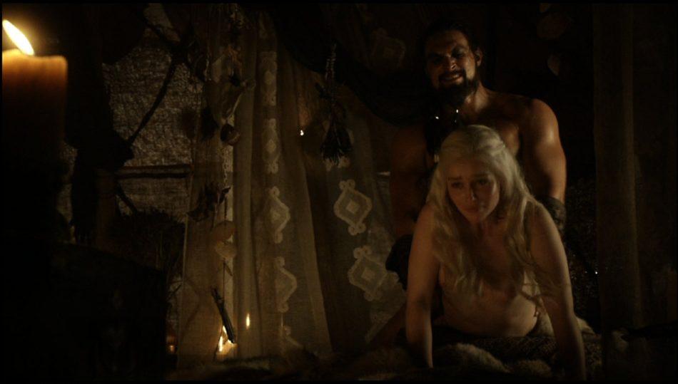 Emilia Clarke desnuda