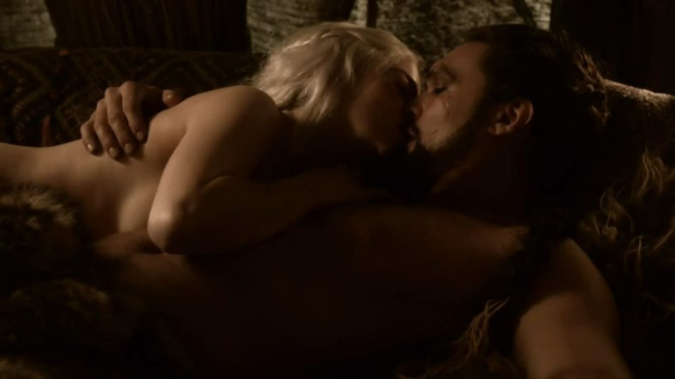Emilia Clarke desnudarse