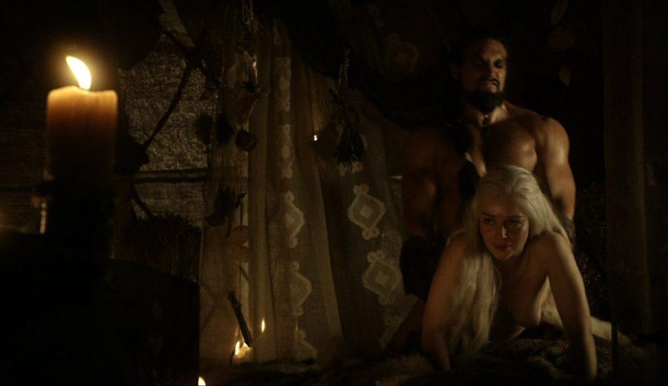 Emilia Clarke facial en la cara