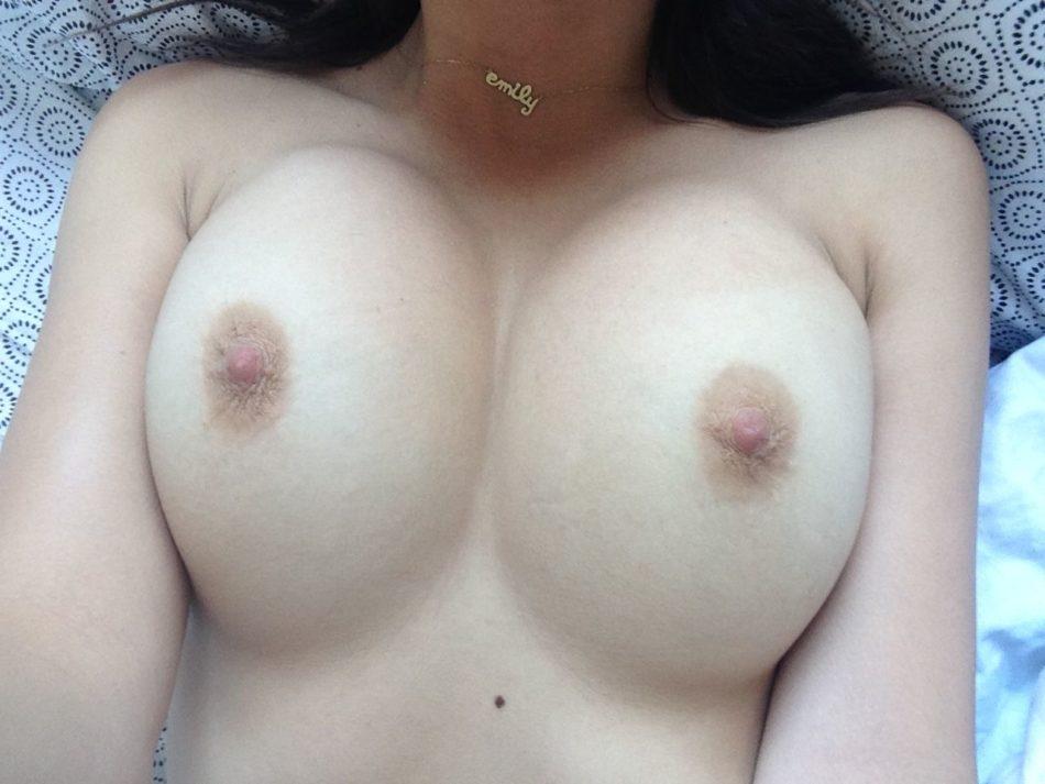 Emily Ratajkowski desnuda tetas