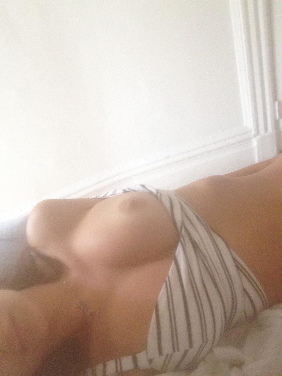 Emily Ratajkowski totalmente desnuda