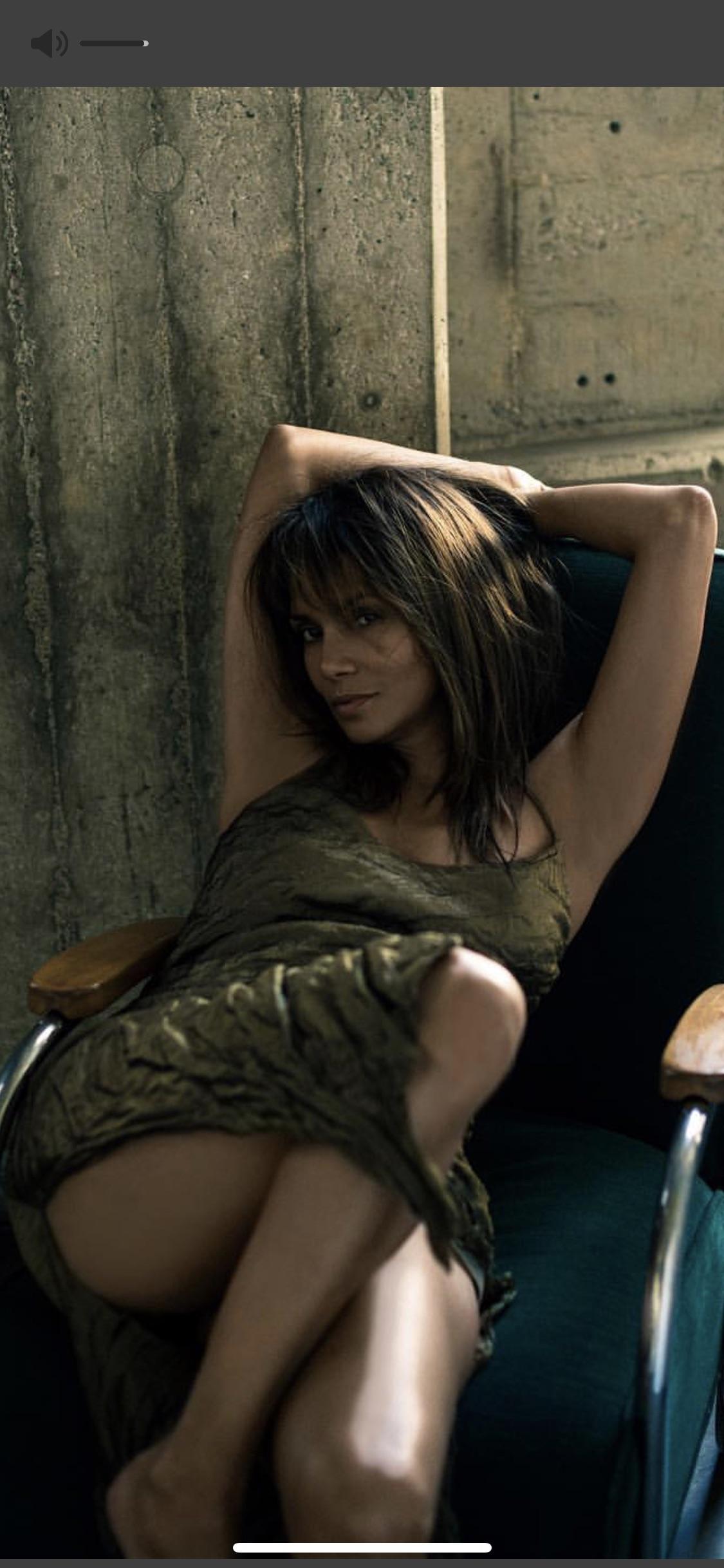 Halle Berry desnuda follando