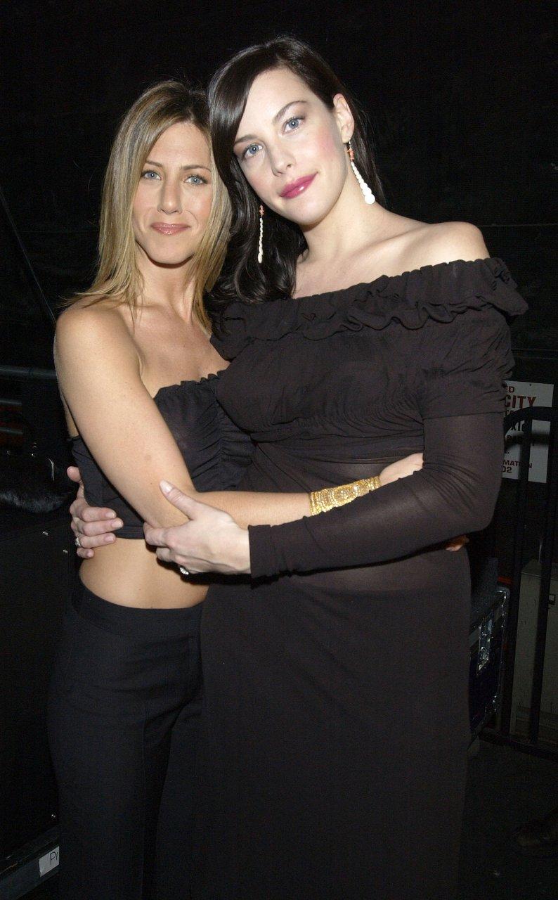 Jennifer Aniston pillada desnuda