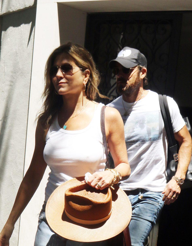 Jennifer Aniston poringa
