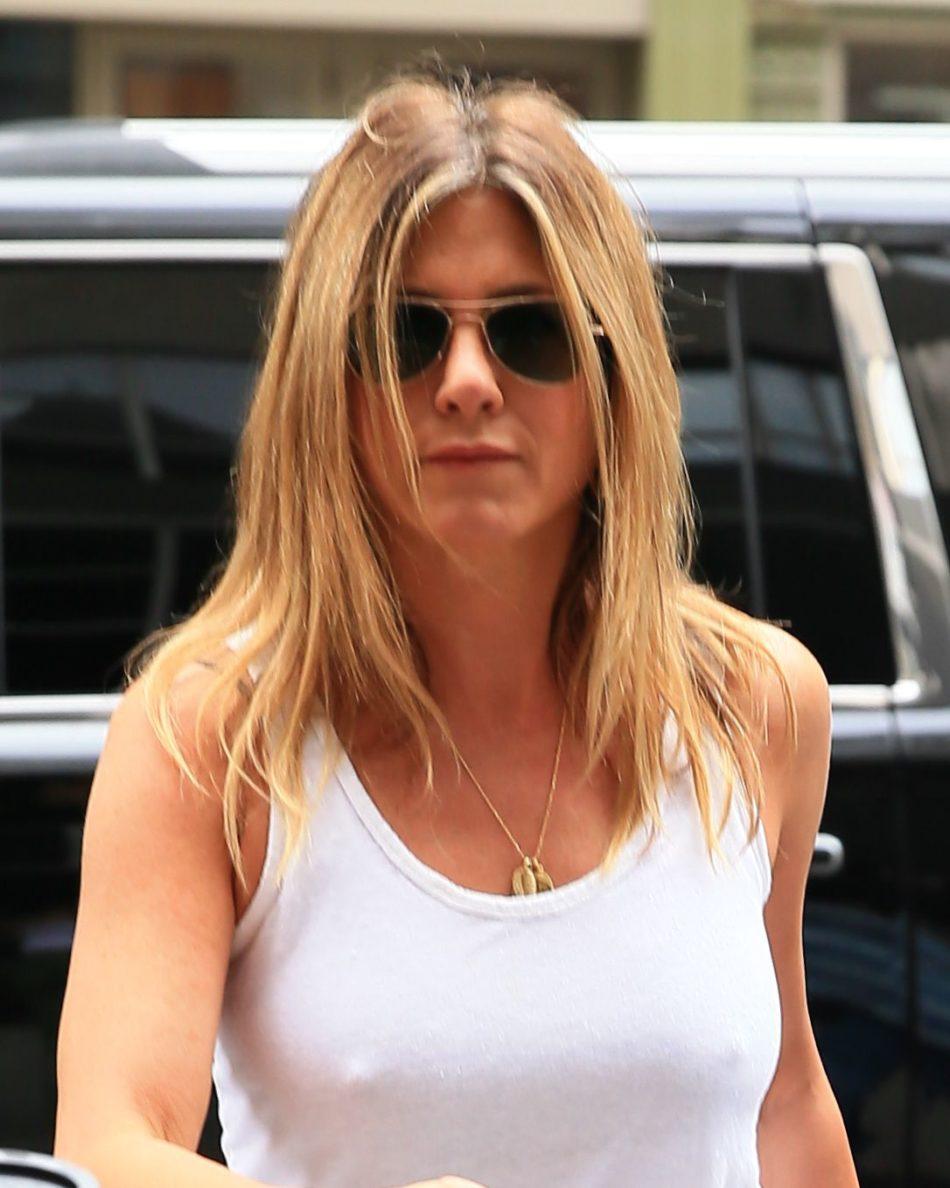 Jennifer Aniston tetona