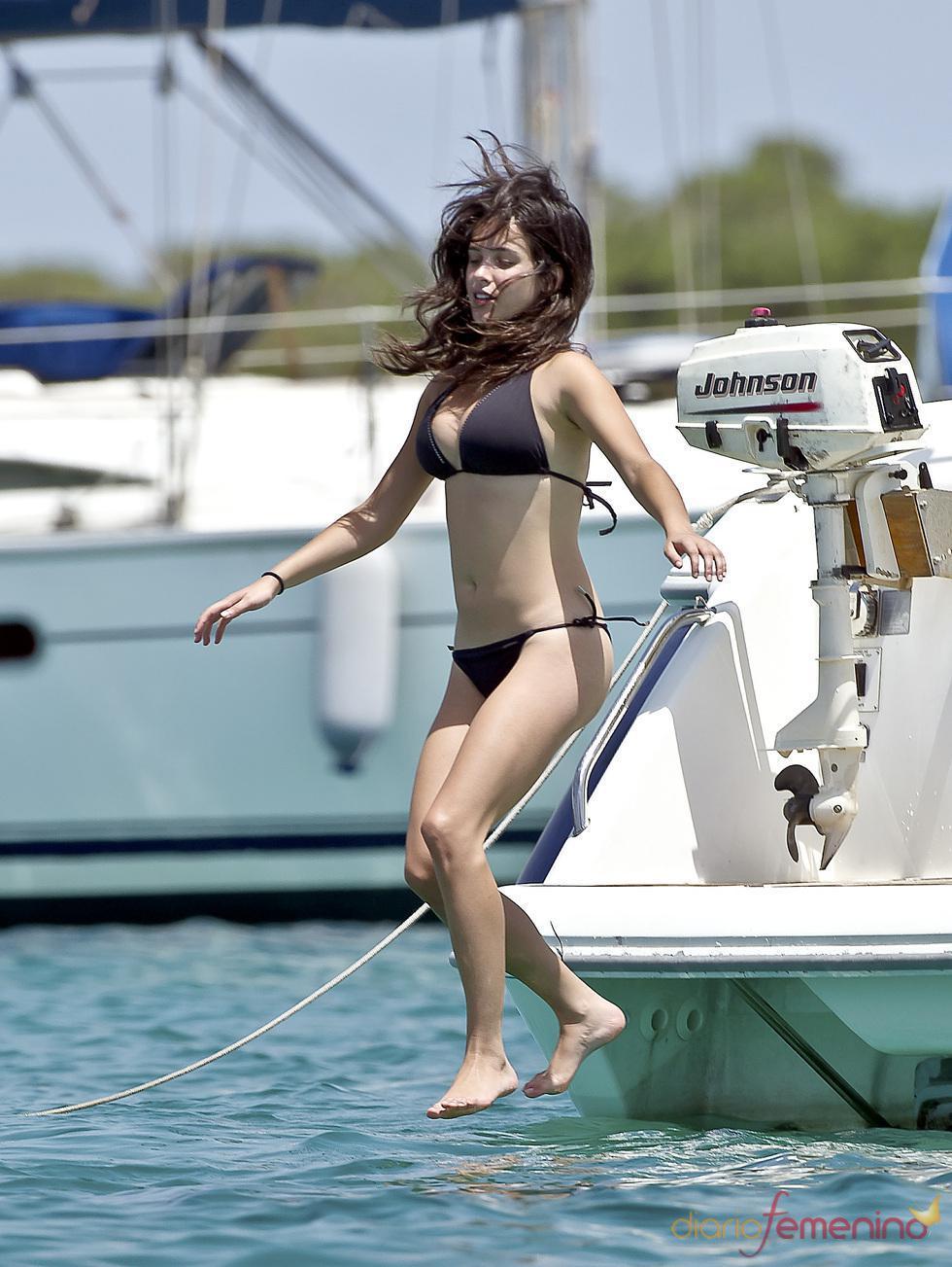 Paula Prendes desnudándose