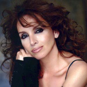 Cantante Ana Belén se desnuda – ¡Fotos y Vídeos!