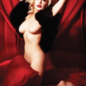 Lindsay Lohan mostrando