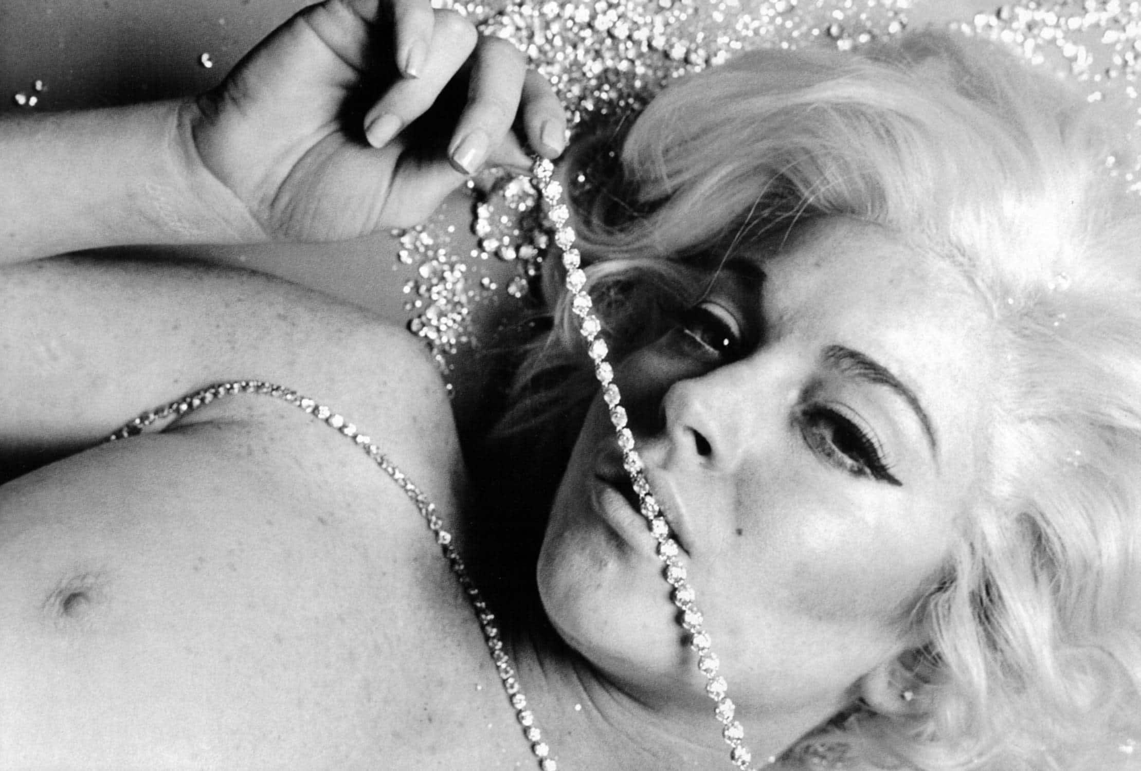 Lindsay lohan recreates marilyn monroe's final nude photo