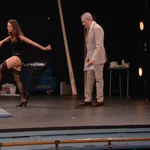 Macarena Gomez desnudándose