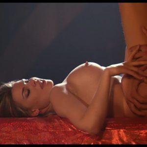 Maria Lapiedra cojuendo