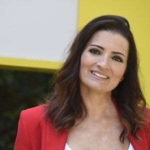 Silvia Abril Desnuda — Tetas grandes expuestas