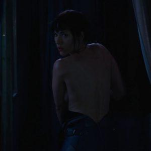 Scarlett Johansson sin ropa